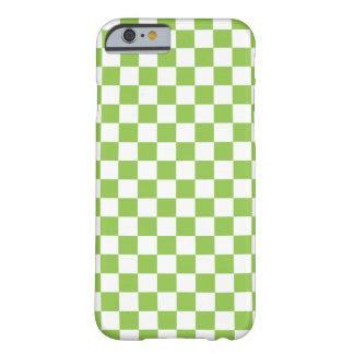 Modelo del tablero de damas del verde amarillo funda barely there iPhone 6