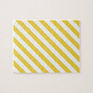 Modelo diagonal amarillo y blanco de las rayas puzzle