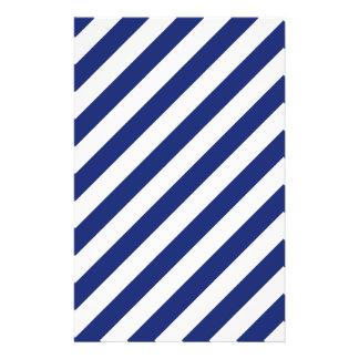 Modelo diagonal del azul marino y blanco de las flyer