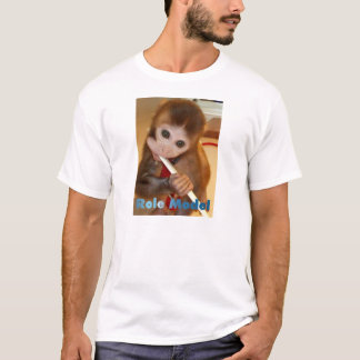 Modelo (dientes de cepillado del mono) camiseta