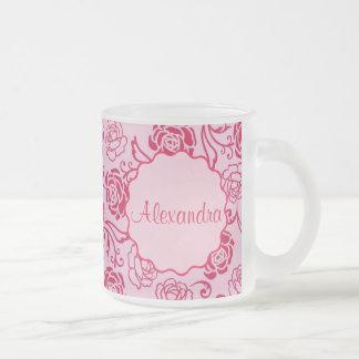 Modelo floral del enrejado de los rosas de té en taza de cristal esmerilado
