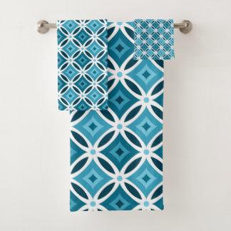 Modelo geométrico azul y blanco