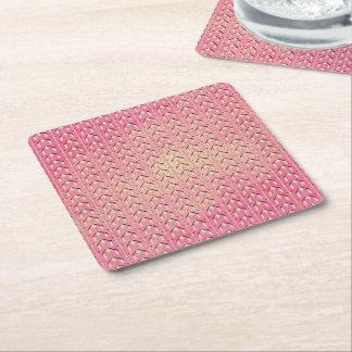 Modelo geométrico beige rosado colorido enrrollado posavasos de papel cuadrado
