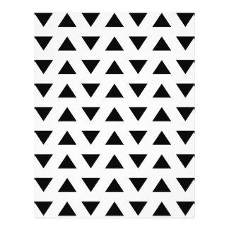 Modelo geométrico blanco y negro de triángulos folleto 21,6 x 28 cm
