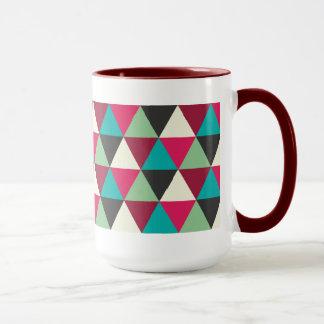 Modelo geométrico de moda étnico de los triángulos taza