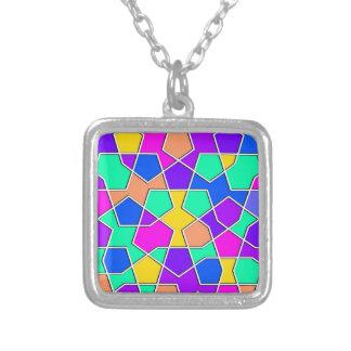 modelo geométrico islámico collar plateado