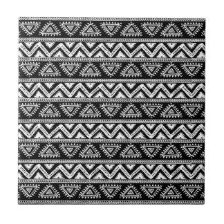 Modelo geométrico tribal negro y blanco azulejo cuadrado pequeño