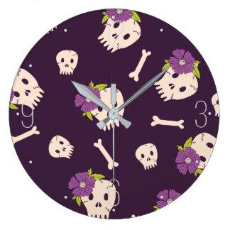 Modelo Halloween de los cráneos y de los huesos Reloj Redondo Grande