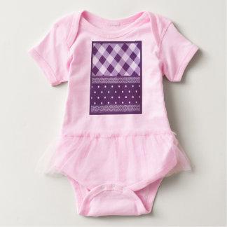 Modelo inconsútil del damasco a cuadros púrpura body para bebé