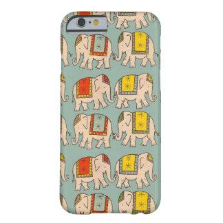 Modelo lindo del elefante de los elefantes del funda para iPhone 6 barely there
