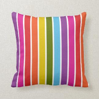 Modelo multicolor de la raya del arco iris cojín decorativo