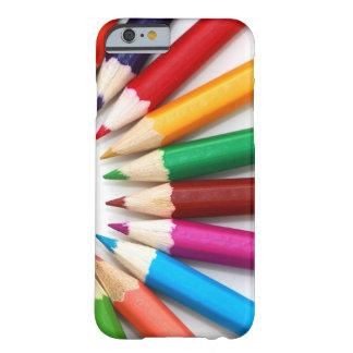 Modelo multicolor hermoso del lápiz del color funda barely there iPhone 6