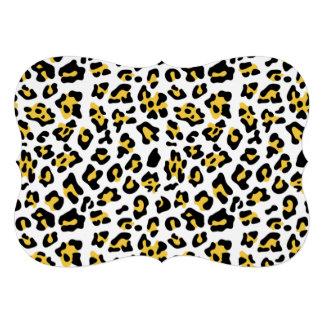 Modelo negro amarillo del estampado de animales de