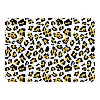 Modelo negro amarillo del estampado de animales invitación