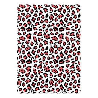 Modelo negro coralino del estampado de animales invitación 12,7 x 17,8 cm