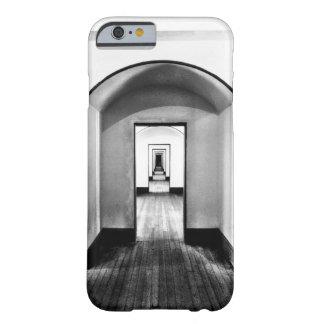 Modelo negro y blanco del pasillo moderno de la funda barely there iPhone 6