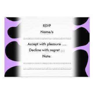 Modelo negro y púrpura de la impresión de la vaca comunicado