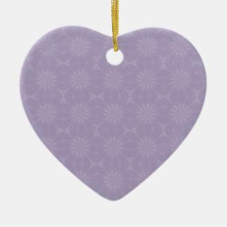Modelo pálido de la lila adorno de cerámica en forma de corazón