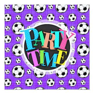 Modelo púrpura y blanco del balón de fútbol invitación 13,3 cm x 13,3cm