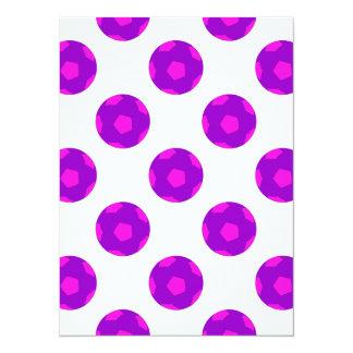 Modelo púrpura y rosado del balón de fútbol invitación 13,9 x 19,0 cm
