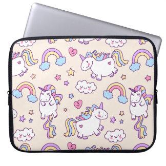 Modelo rechoncho del arco iris de los unicornios funda para portátil