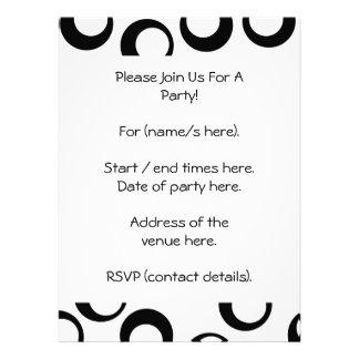 Modelo retro blanco y negro de los círculos invitacion personalizada