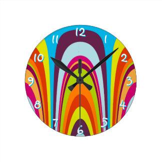 Modelo retro colorido enrrollado del arte de la reloj redondo mediano
