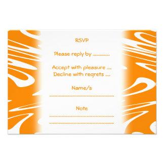 Modelo retro del naranja y blanco invitacion personalizada