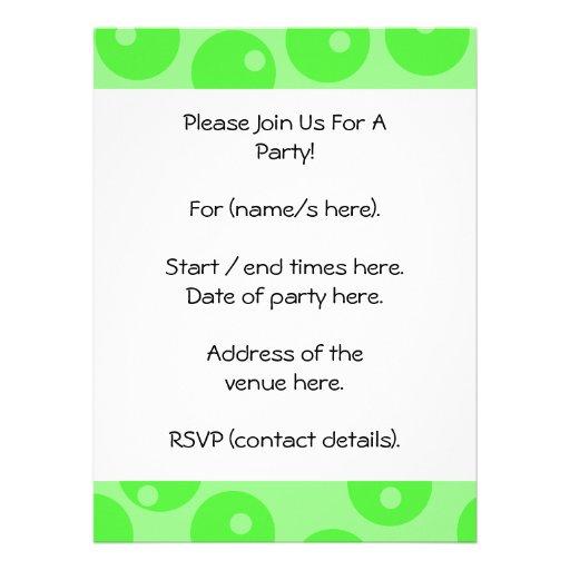Modelo retro. Diseño del círculo en verde Invitaciones Personalizada