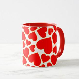 Modelo rojo inconsútil de la forma del corazón taza