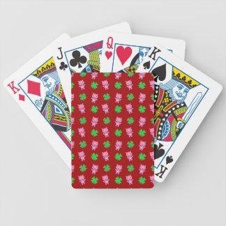 Modelo rojo lindo de los tréboles del cerdo baraja cartas de poker