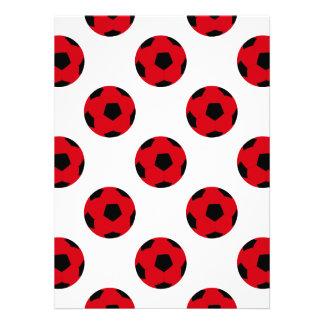 Modelo rojo y negro del balón de fútbol invitación