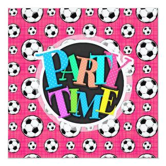 Modelo rosado brillante del balón de fútbol invitación 13,3 cm x 13,3cm