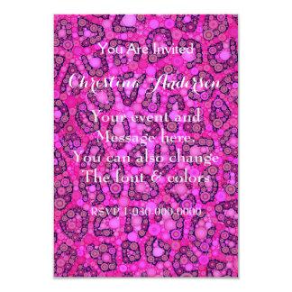 Modelo rosado fluorescente del guepardo invitación 8,9 x 12,7 cm