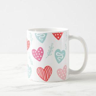 Modelo rosado rojo de los corazones del caramelo taza de café