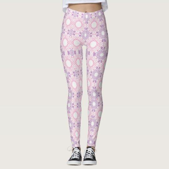 Modelo rosado y púrpura leggings