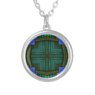 Modelo simétrico linear fresco del verde azul collar plateado