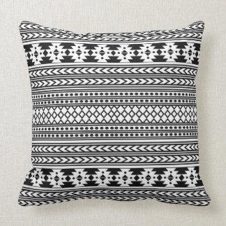 Modelo tribal azteca geométrico negro de moda de cojín decorativo