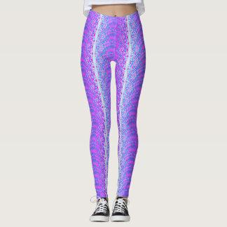 Modelo tribal de la lila de la moda leggings