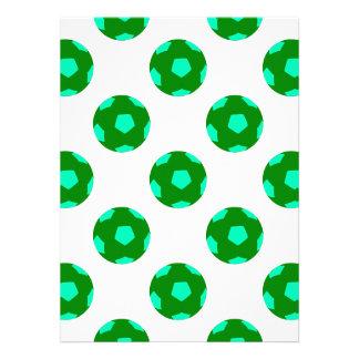Modelo verde y azul claro del balón de fútbol invitacion personal