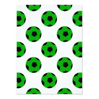 Modelo verde y negro del balón de fútbol invitación 13,9 x 19,0 cm