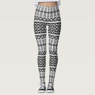 Modelos acodados blancos y negros leggings