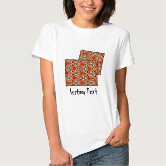 Modelos multicolores coloridos de la repetición camisetas