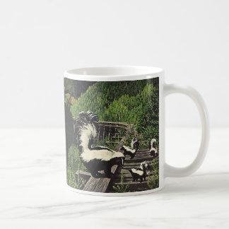 Mofetas del vintage, animales salvajes y criaturas taza de café