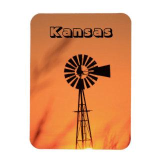 Molino de viento de Kansas con el imán ardiente de