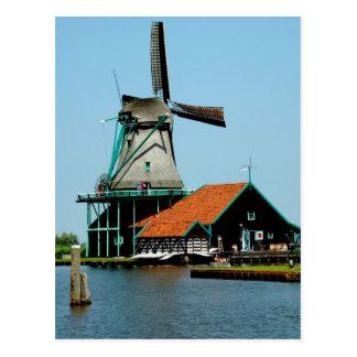 Molino de viento holandés viejo postal