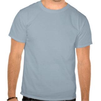 Mollete del perno prisionero en azul camiseta