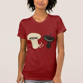 momia y gato negro camisetas