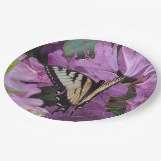 Monarca en las placas de papel del rododendro plato de papel