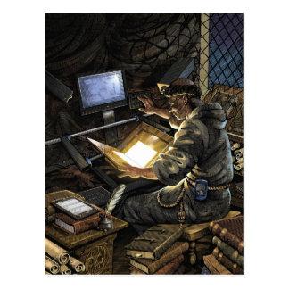 Monje con la postal del escáner del libro